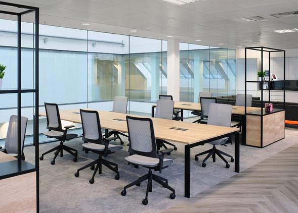 kirn-office-desks-office-chairs-1.jpg