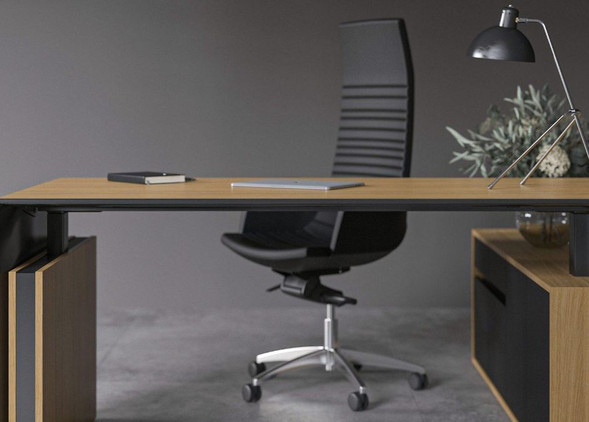 motion-executive-office-desks-office-chairs-2.jpg