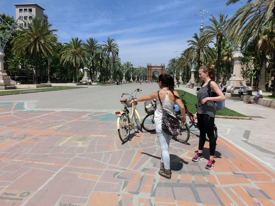recorrido en bicicleta arco triomf