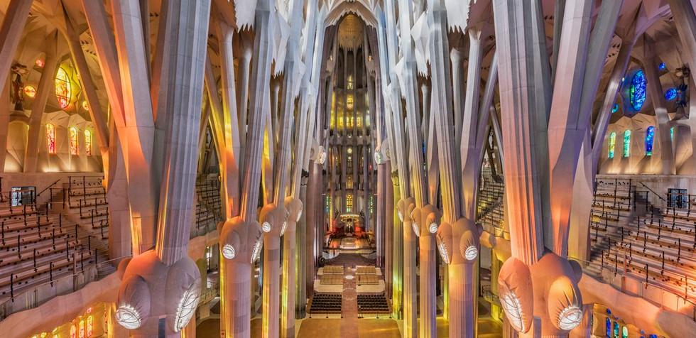 tour interior sagrada