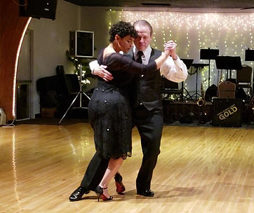 4 Tango_Moment - enganche cropped.jpg
