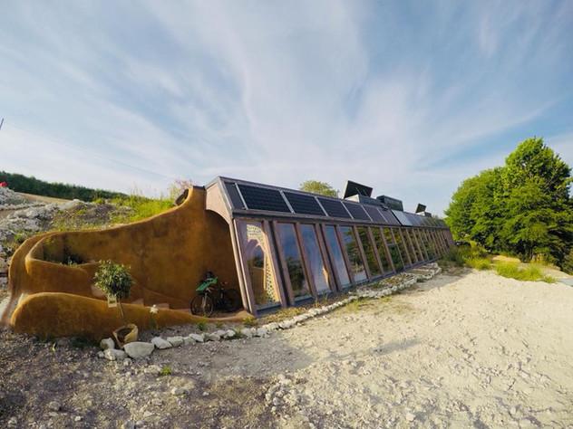 Earthship, les maisons-vaisseaux autonomes