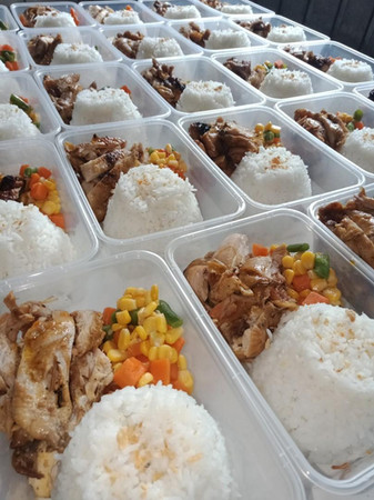 delicious_packed_meals_and_party_trays_1