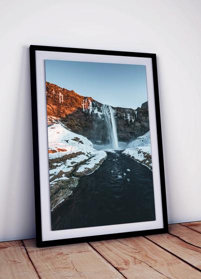 Wasserfall-Sonnenuntergang-Island.jpg