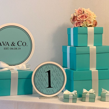ava's 'fave color' bat mitzvah party décor