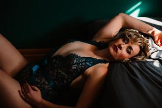 mom rocks her boudoir session in teal lingerie