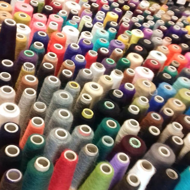 100 priecīgās krāsās! Kazlēna mohēras spoles