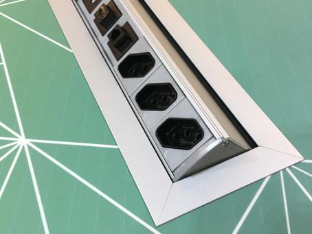 Qual a vantagem de se utilizar acessórios elétricos metálicos em instalações?