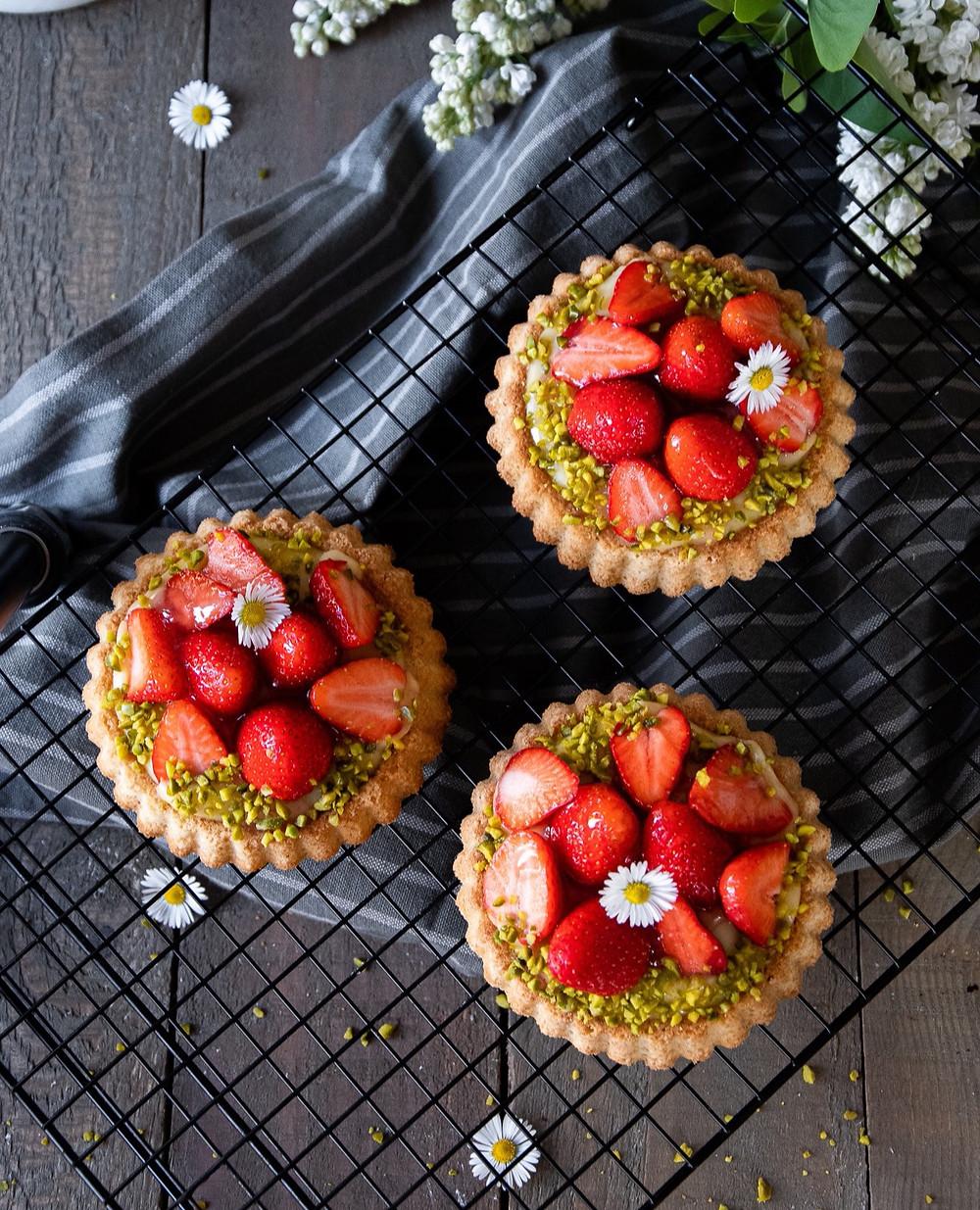 Erdbeer-Tartelettes mit Puddingfüllung
