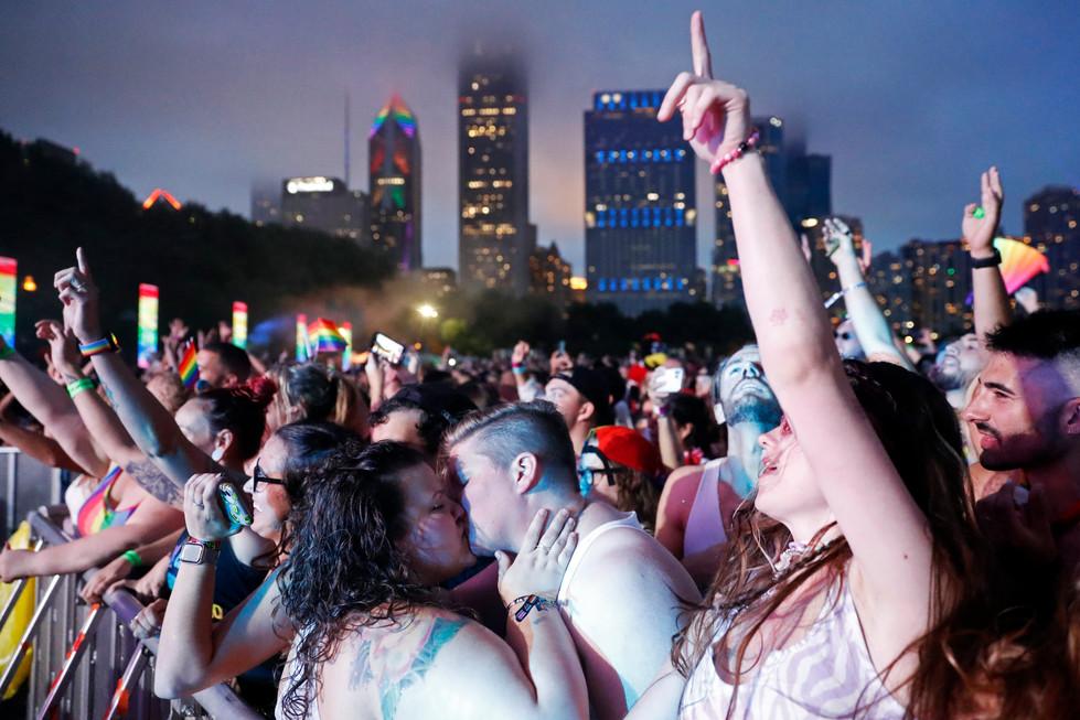 GENW_8083924304_Pride Kiss_05.jpg