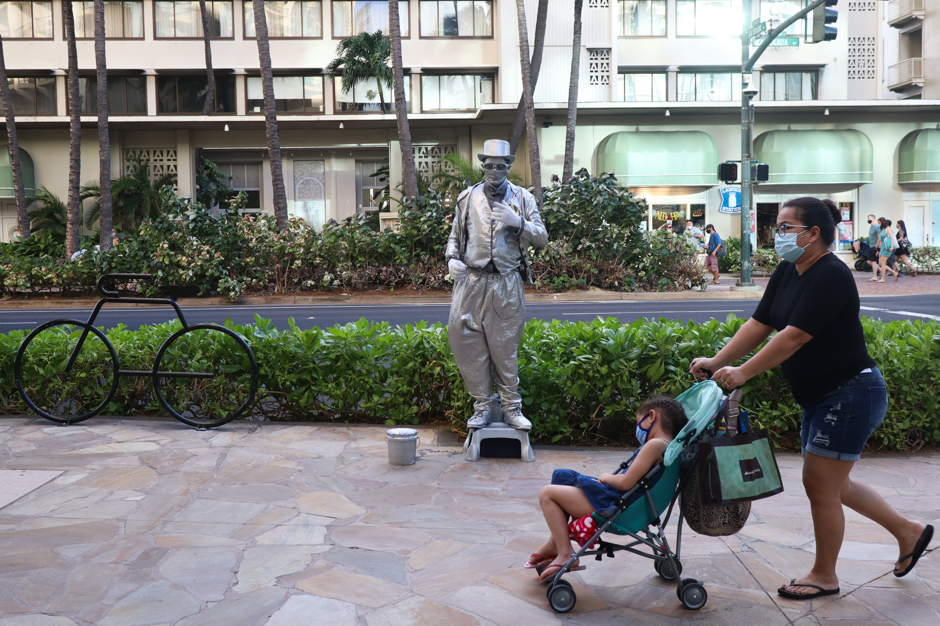 With tourists re-entering Hawaii, street artists have slowly started to return at the Waikiki Beach strip.