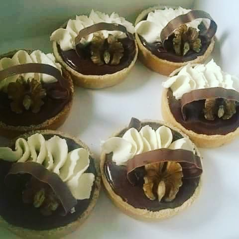 Chocolate tarts with creme chantilly