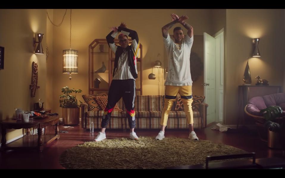 Tudo Bom- Music Video- Still