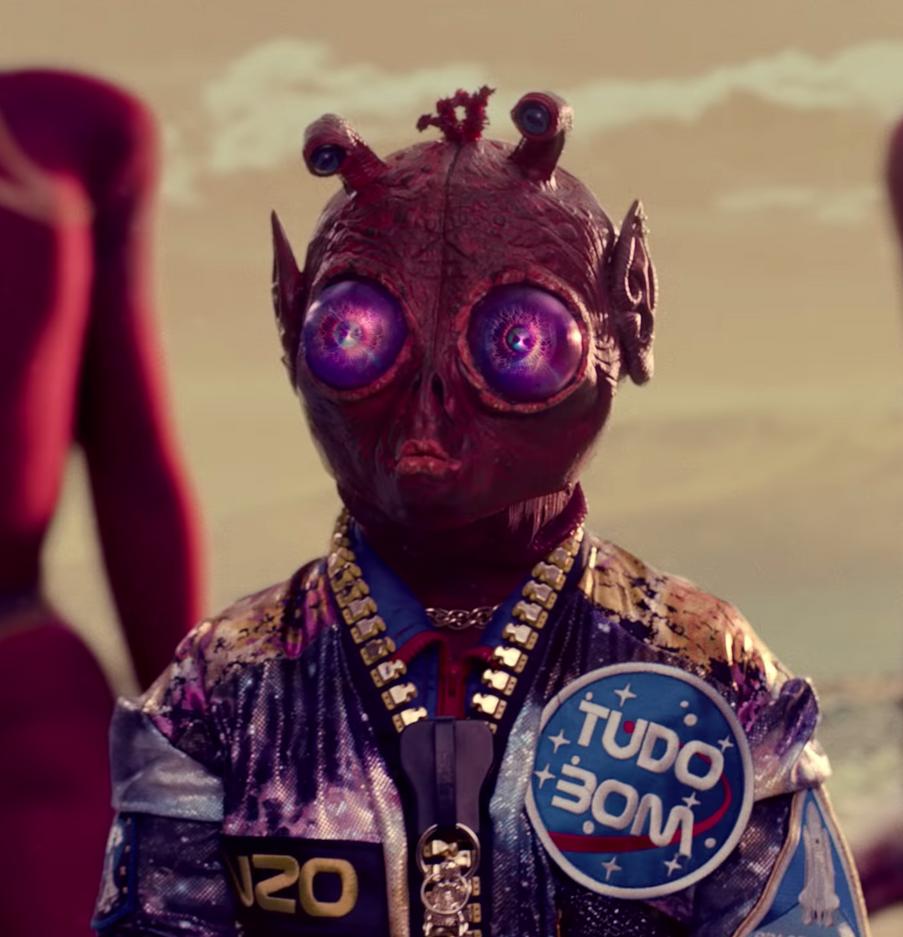 Tudo Bom : Music Video