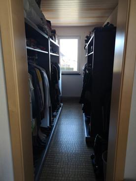 Begehbarer Kleiderschrank.jpg