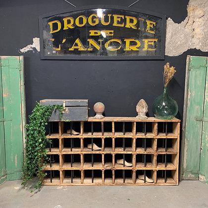 Ancien meuble d'atelier de maréchal-ferrant 1950