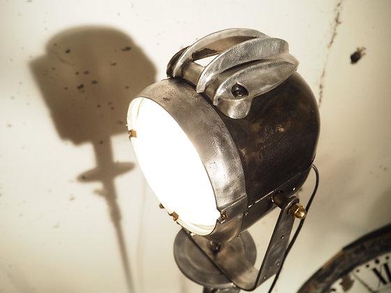 Projecteur Lita sur trépied à roulette Lita