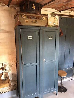 Ancien vestiaire d'usine bois