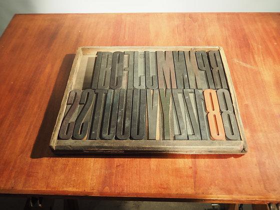 Caractères d'imprimerie en bois