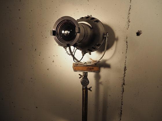 Projecteur théâtre  Furse et trépied photographe à crémaillère