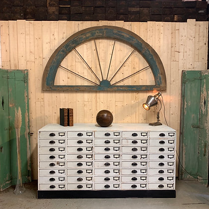 Ancien meuble de métier d'atelier de verrier .
