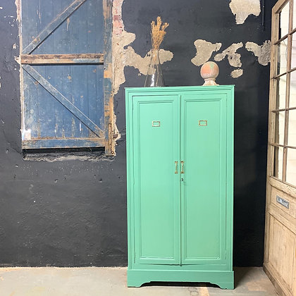 Armoire parisienne vert Provence .