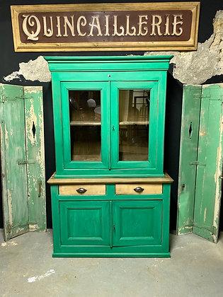 Ancien vaisselier vert en châtaignier