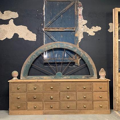 Long meuble de métier 18 tiroirs en chêne