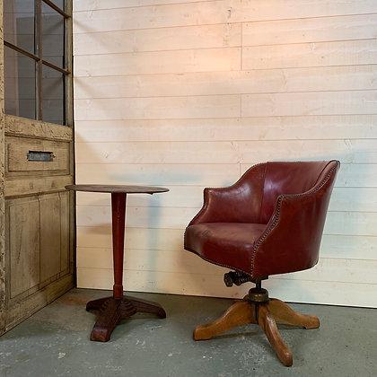 Fauteuil Anglais de bureau en cuir rouge à bascule 1940
