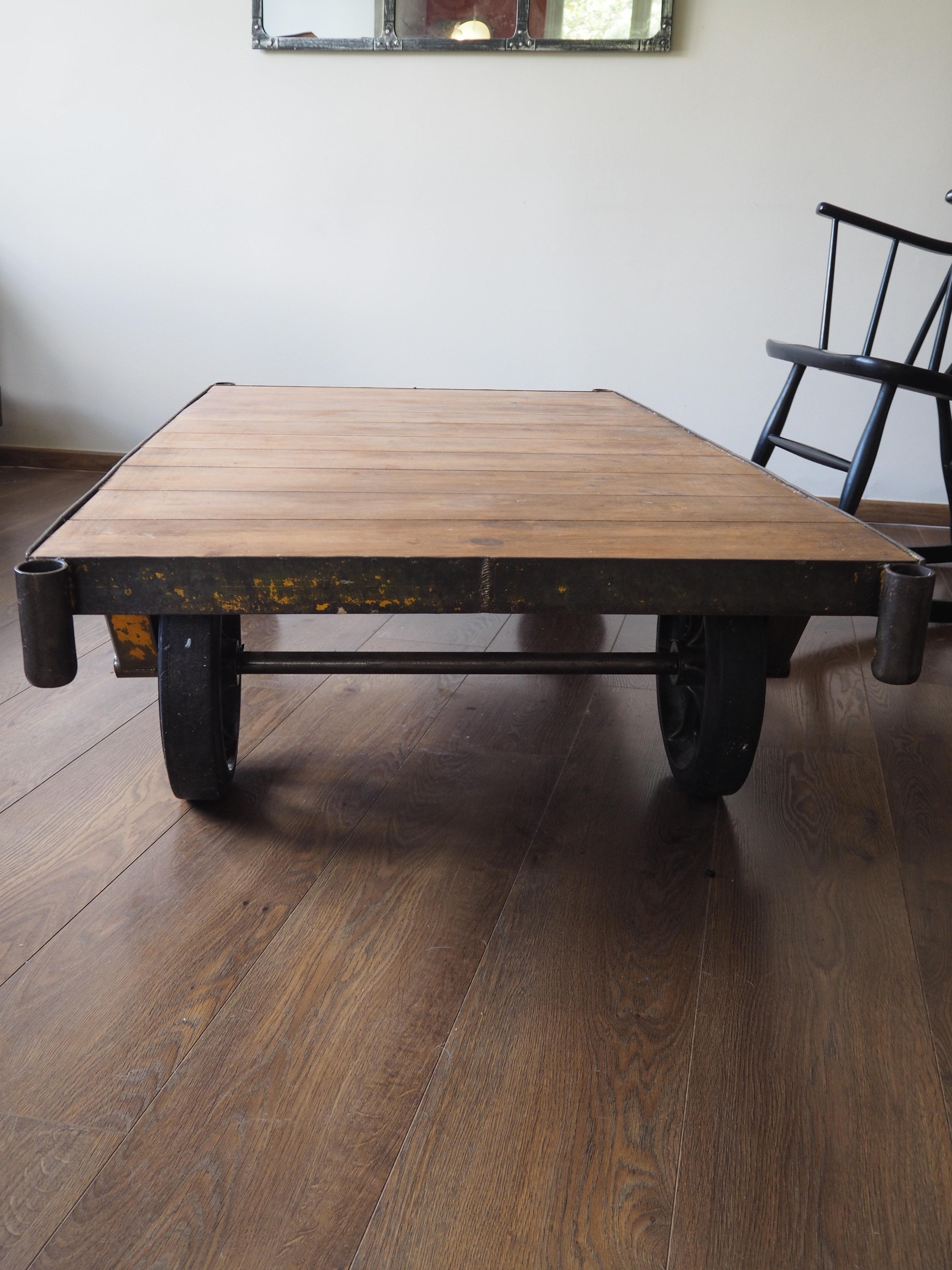 Table Basse Ancien Charriot D Usine