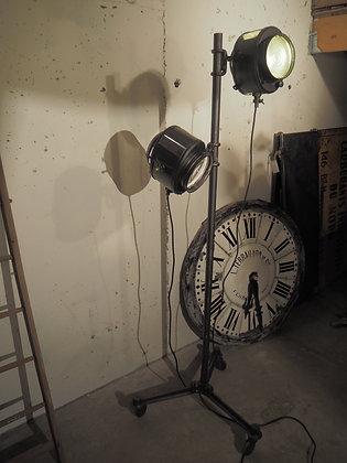 Double projecteur Cremer cinéma style lampadaire sur trépied à roulette