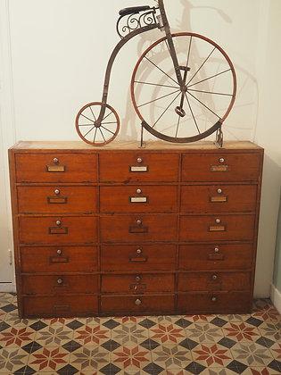 Anciens meubles à clapet en bois