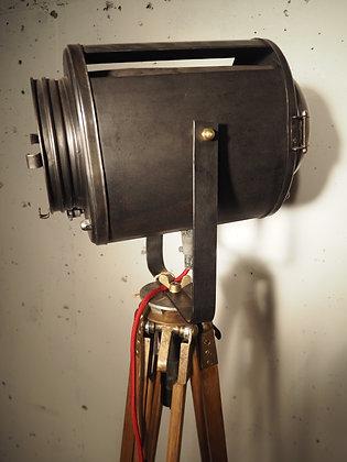 Projecteur Cremer sur trépied militaire