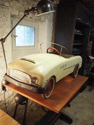 Voiture à pédale Devilaine modèle Krysler 1955