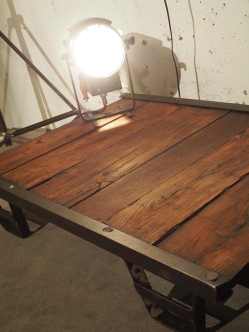 table basse palette ancienne industrielle le d chineur. Black Bedroom Furniture Sets. Home Design Ideas