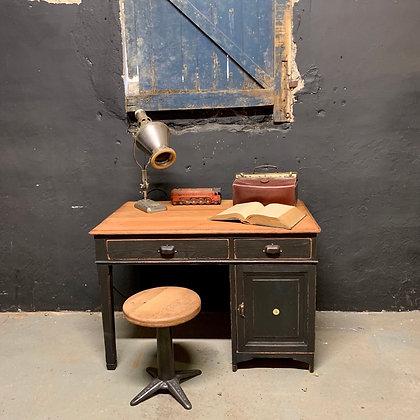 Ancien bureau noir patiné