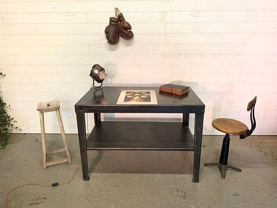 Table d'atelier en acier