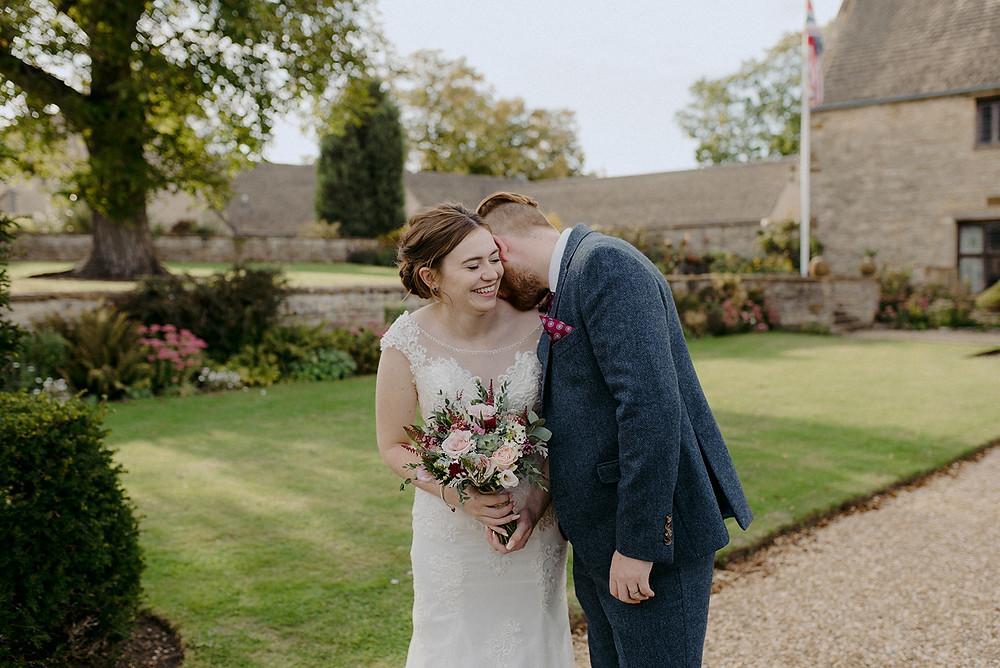 sulgrave manor wedding couple photos
