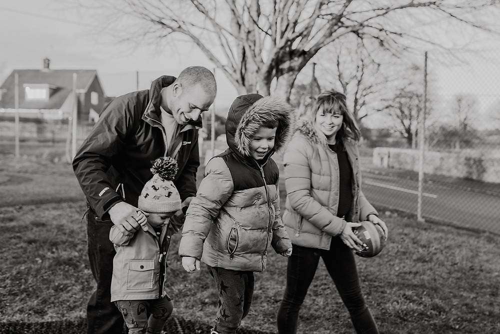 unposed family photography outdoors