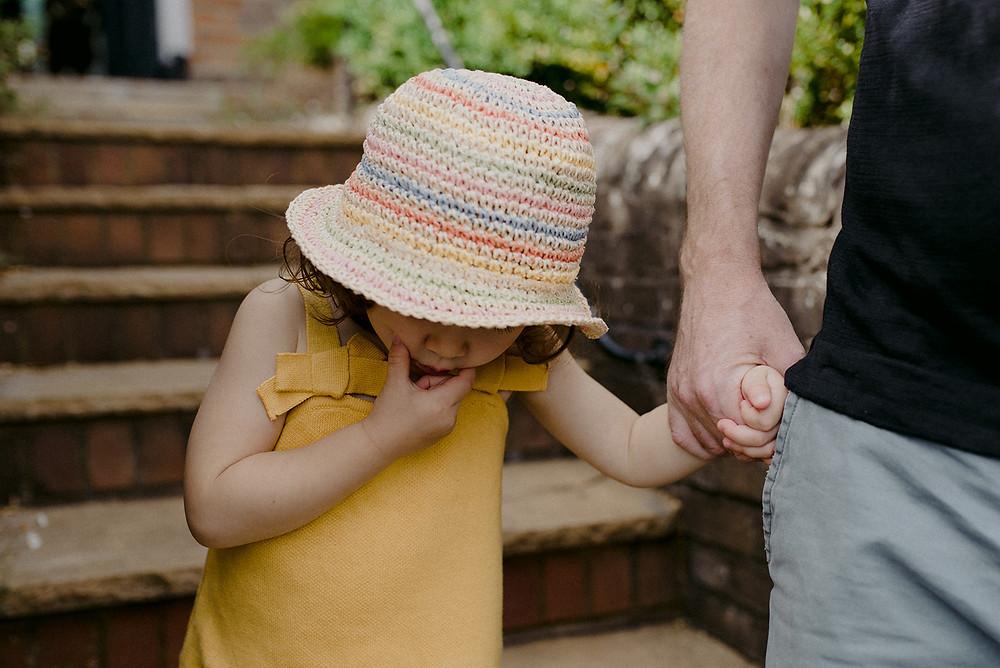 little girl in summer hat family photoshoot