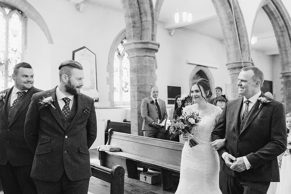 groom seeing bride for first time at the aisle