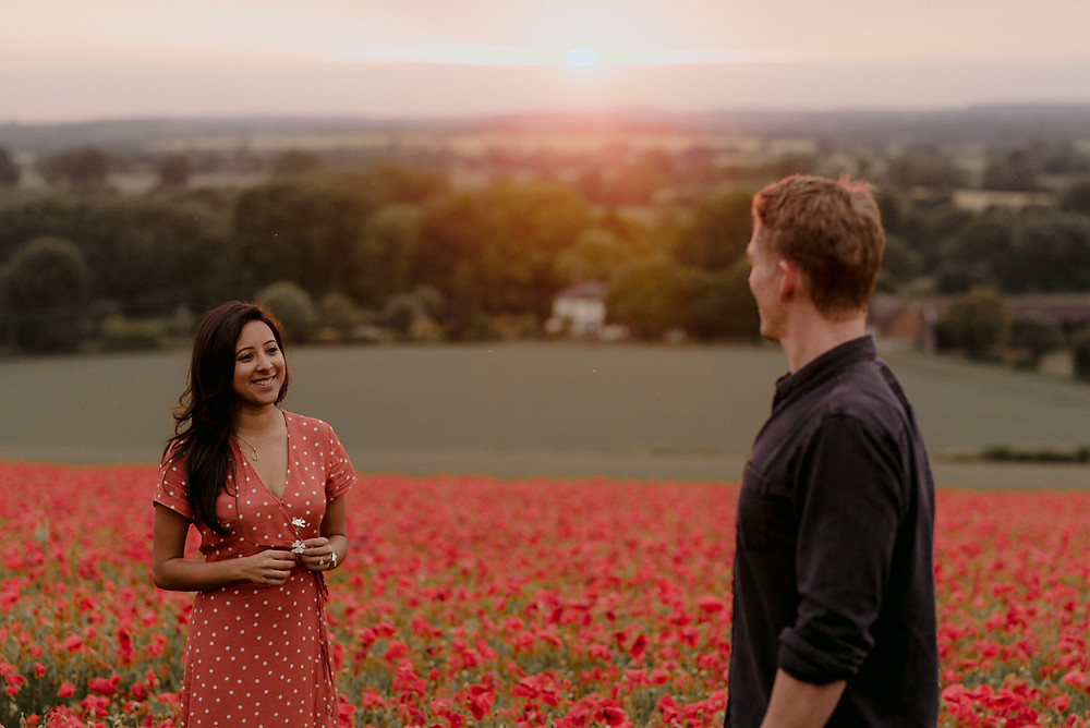 beautiful-outdoor-engagement-photography-poppies