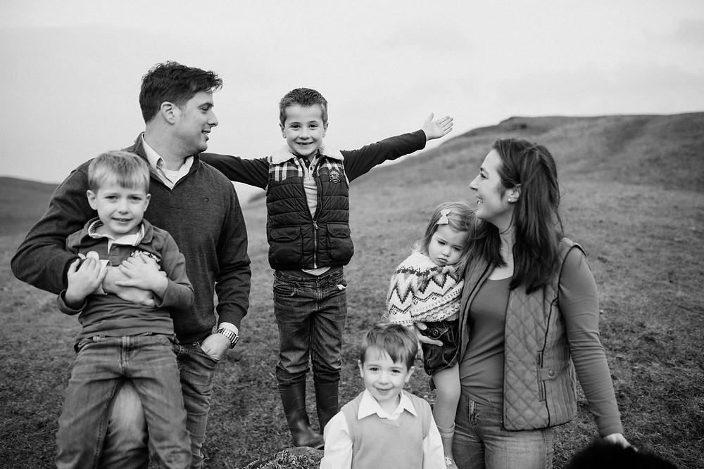 outdoor family photoshoot burton dasset hills