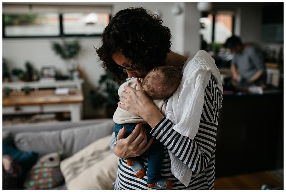 simple newborn photographer, natural newborn photoshoot, home newborn photoshoot