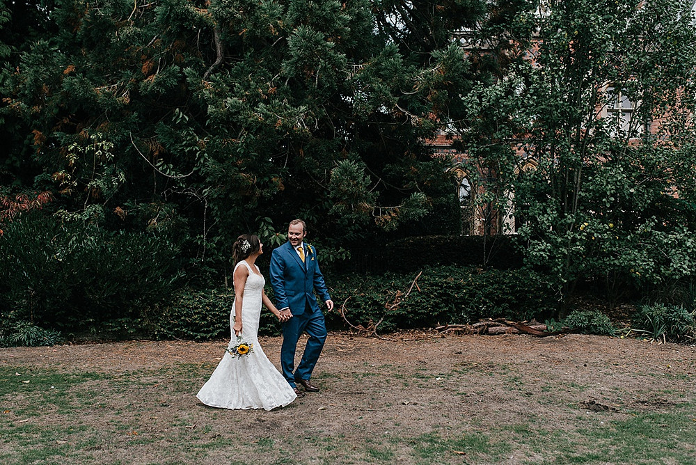 relaxed and unposed wedding photography