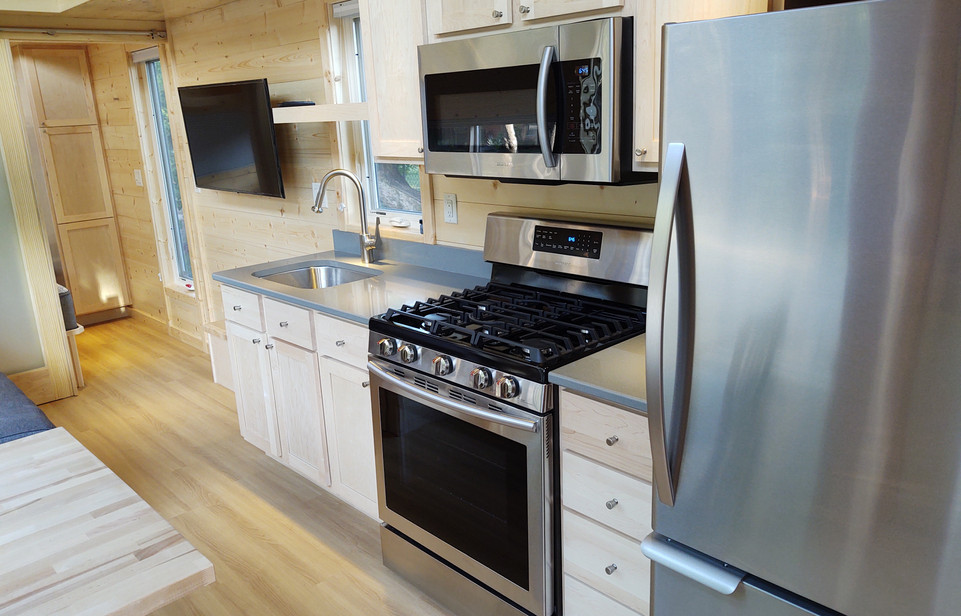 Kitchen with Gas Stovetop/Oven