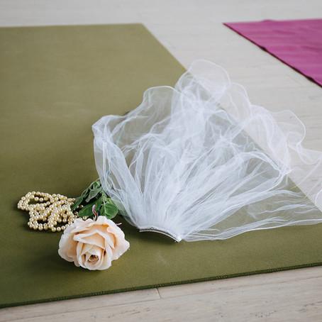10 πόζες της yoga που πρέπει να κάνετε πριν από την ημέρα του γάμου σας