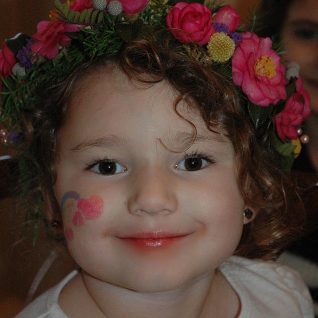 Little girl's flower crown_edited.jpg