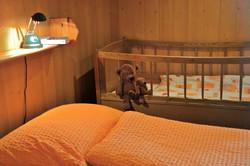das Kinderbett