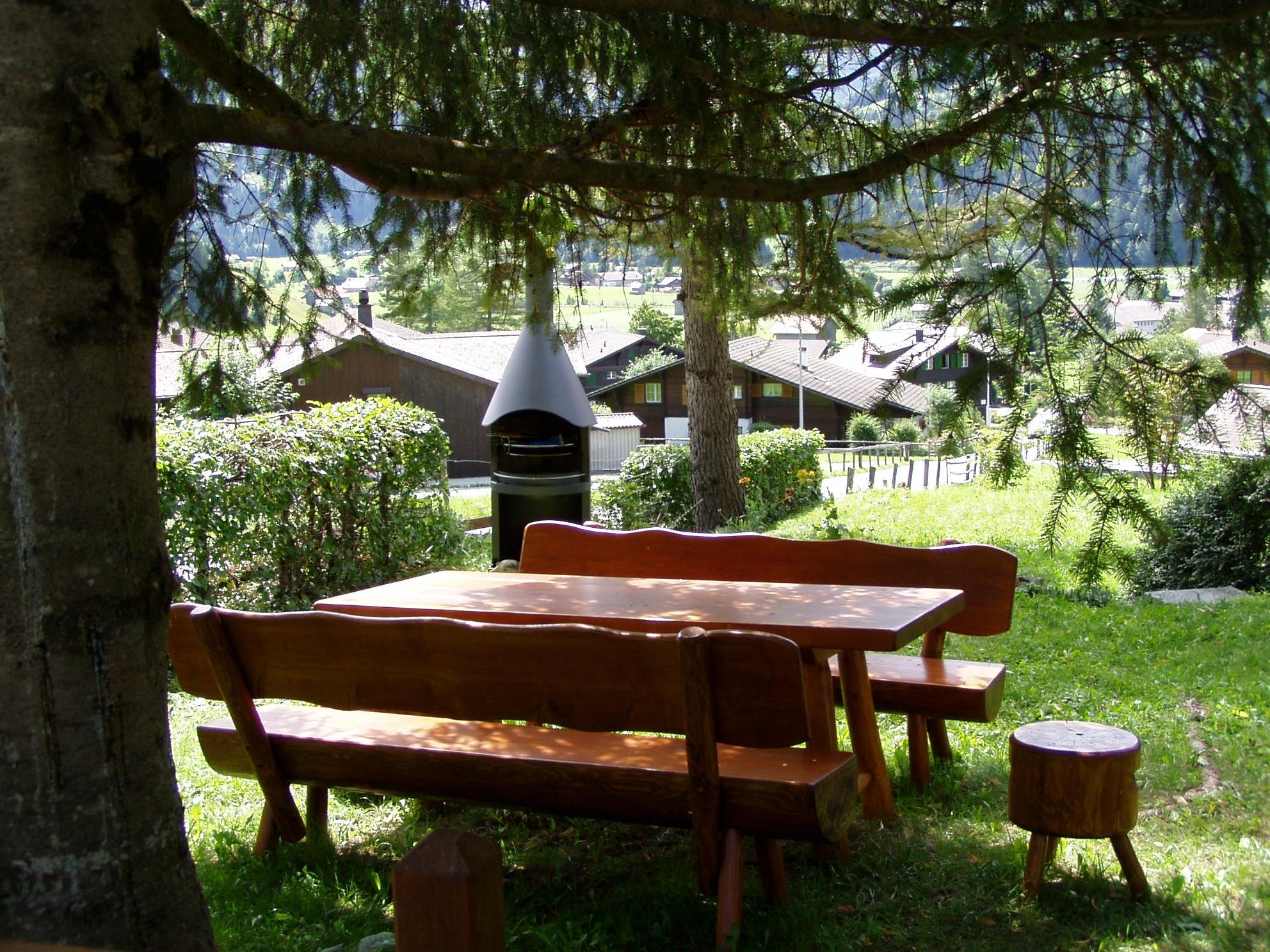 coin jardin avec barbecue